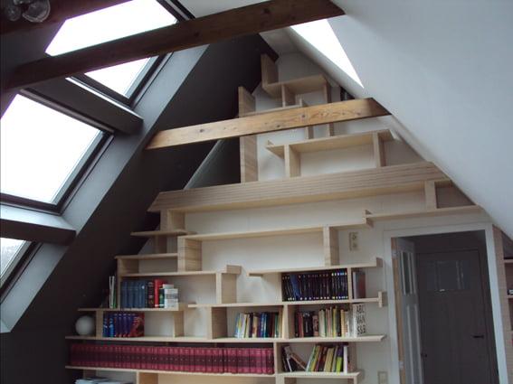 boekenkast schuine wand